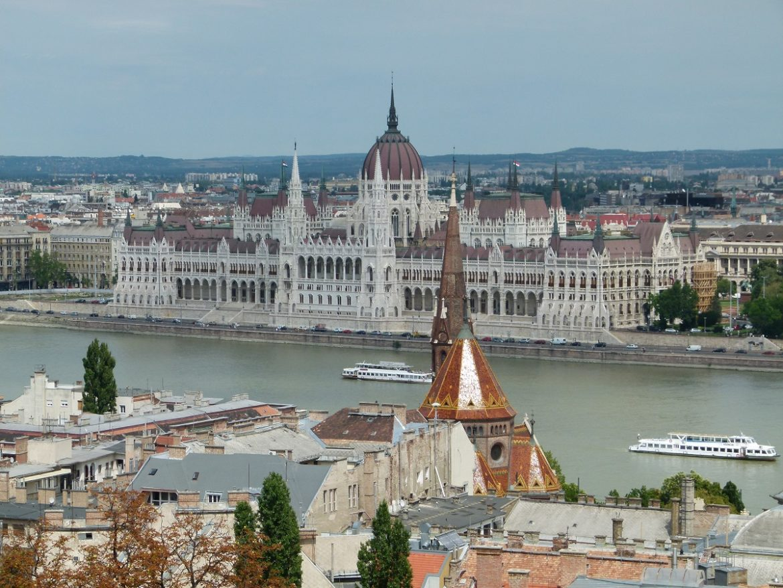 Budapest Parlamentsgebäude an der Donau