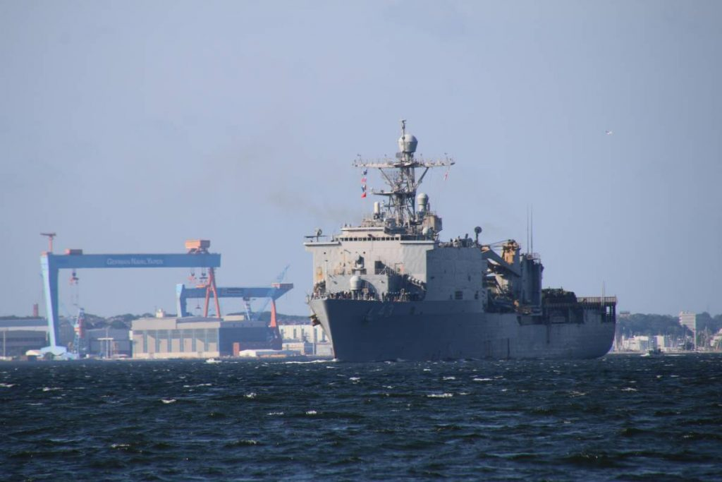 USS Fort McHenry US Navy